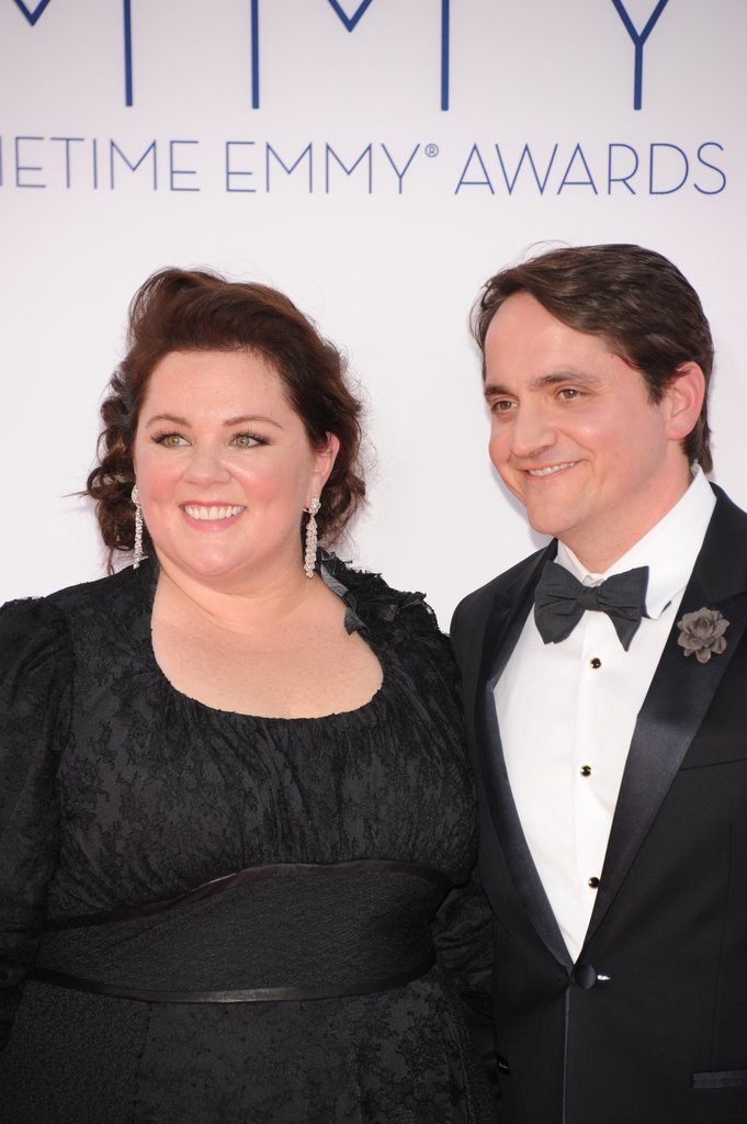 Melissa McCarthy wore a black dress.
