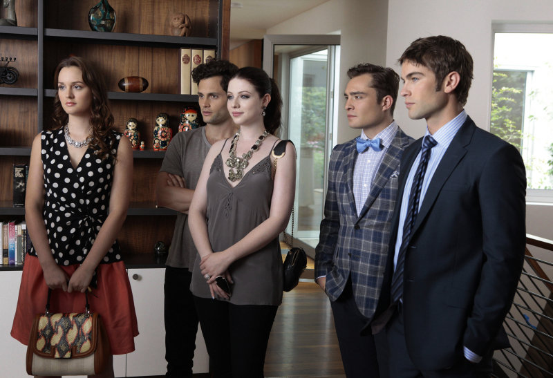 The gang — Blair, Dan, Georgina, Chuck, and Nate — gathers together.