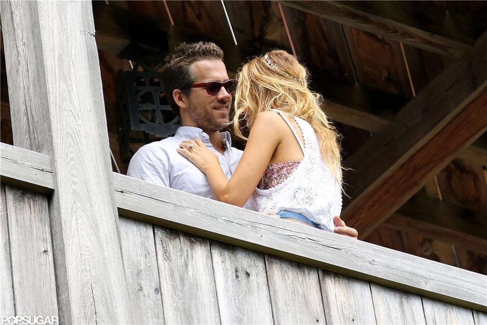 Blake Lively and Ryan Reynolds showed love.  Source: Alex Gutierrez