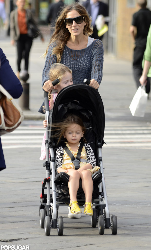 Sarah Jessica Parker crossed an NYC street with her twins.
