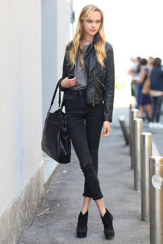 Simple enough, but accents like an oversize bag, leather jacket, and platform booties gave this look a city-chic vibe. Source: Greg Kessler