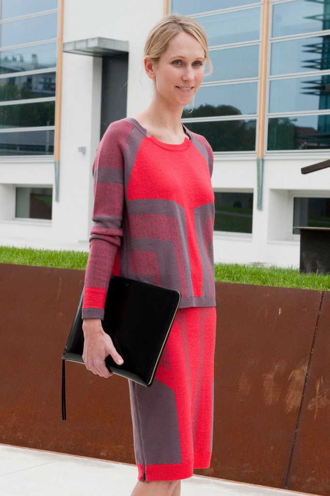 An ultrasleek zippered clutch goes with everything and always looks chic. The proof is in this effortless ensemble. Source: IMAXtree