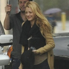 Blake Lively Wears wedding Ring On Set Of Gossip Girl