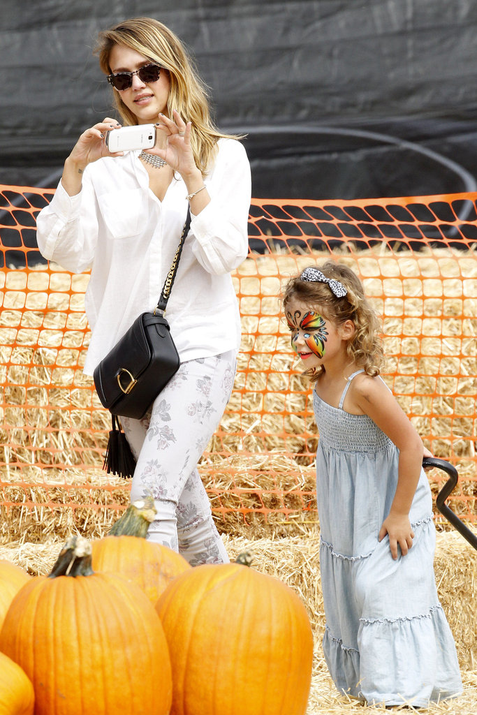 Jessica Alba took photos of Honor Warren, who had her face painted at the pumpkin patch in LA.