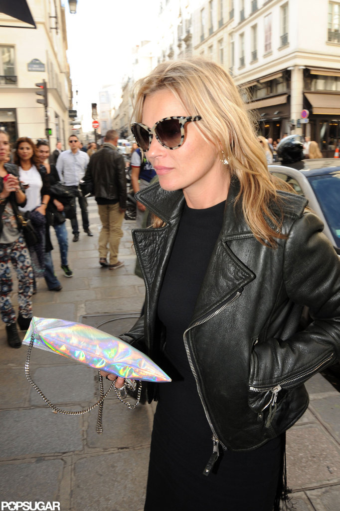 Kate Moss tucked her hand in her pocket.