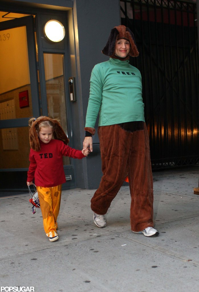Jennifer Garner was pregnant with Seraphina when she stepped out in NYC to trick-or-treat with Violet in 2008.