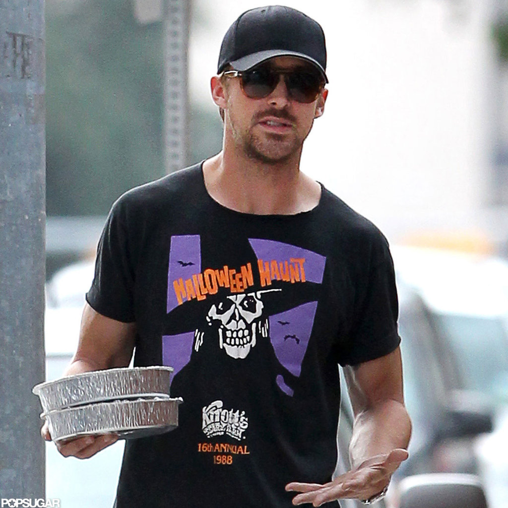 Ryan Gosling grabbed some food to go.