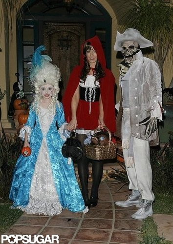 Kate Beckinsale, Len Wiseman, and Lily Sheen continued their tradition of elaborate costumes around LA in 2008.