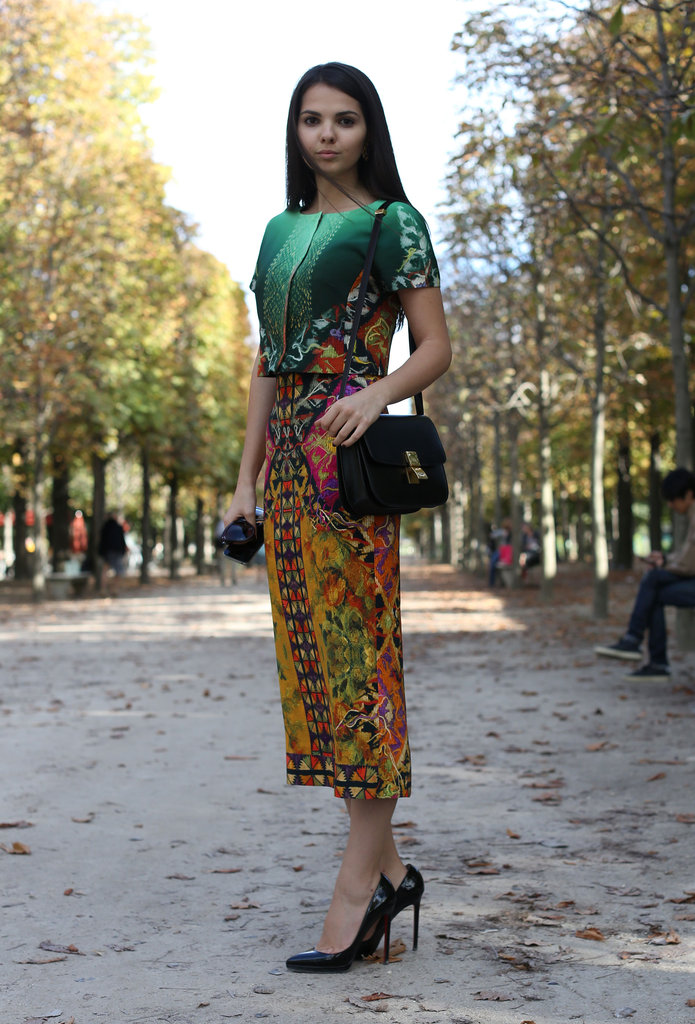 This styler worked a bold print perfectly, keeping the rest understated with classic pumps and a classic handbag.