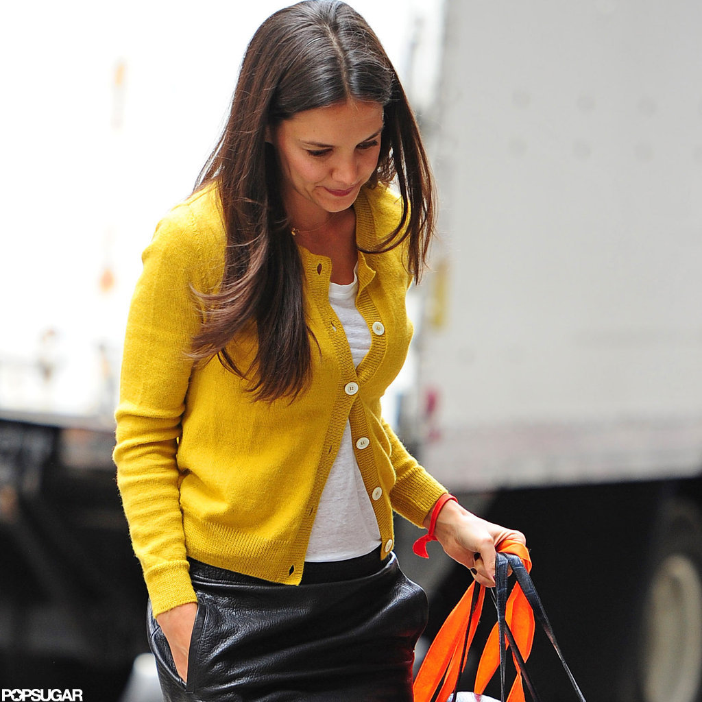 Katie Holmes carried a shopping bag.