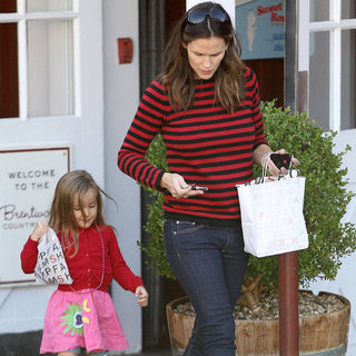 Jennifer Garner Shops With Son Samuel | Pictures