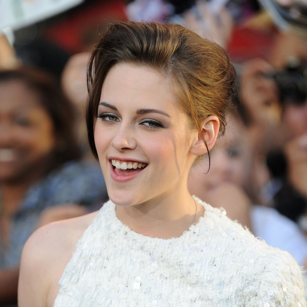 This fringe-swept-to-the-side look isn't easy to pull off, but Kristen nailed it in 2010.