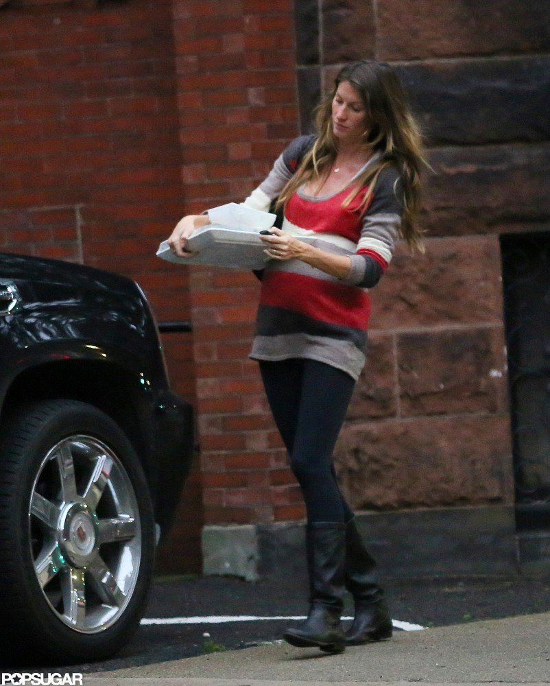 Gisele Bündchen carried serving trays to her car.