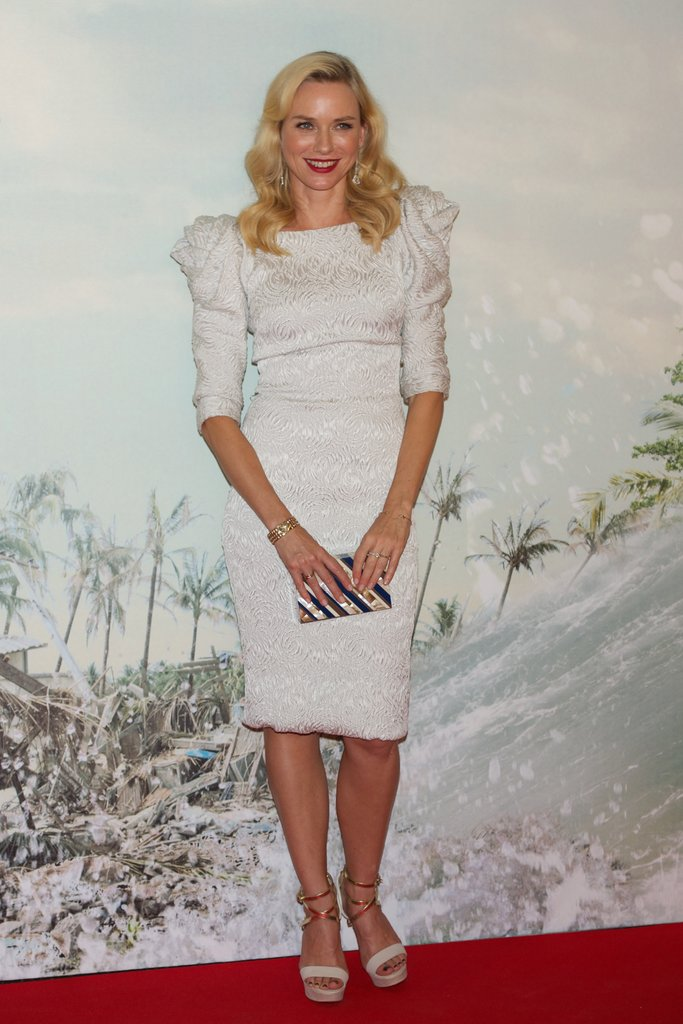 Naomi Watts chose a white dress for her red carp
