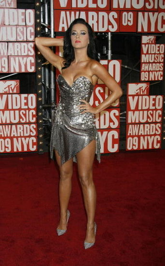Katy Perry posed at the September 2009 MTV Music Awards at NYC's Radio City Music Hall.