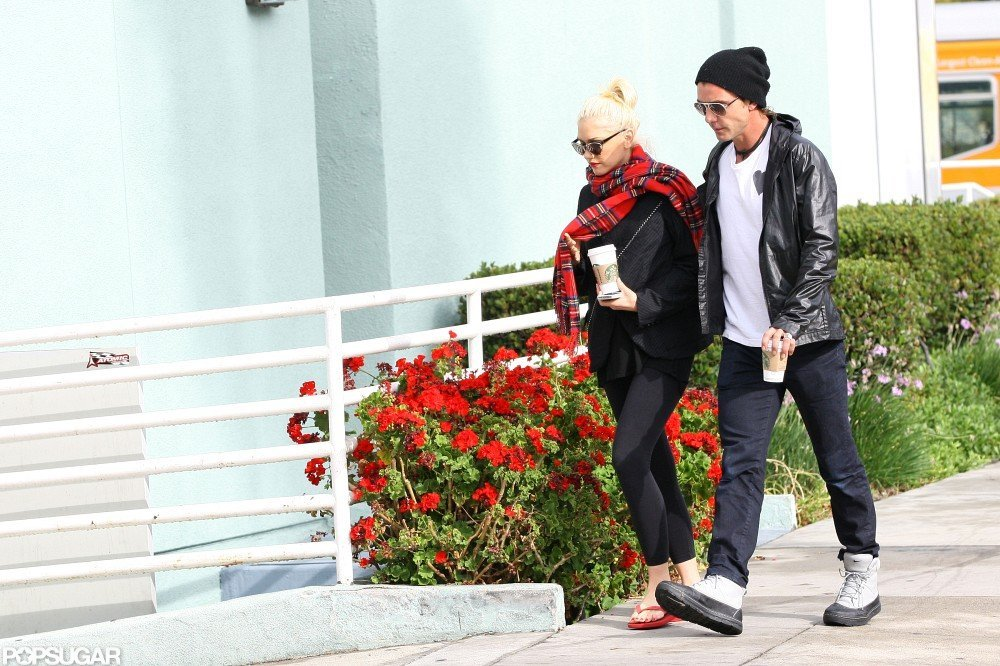 Gwen Stefani wore a plaid scarf while stopping for coffee with husband Gavin Rossdale.