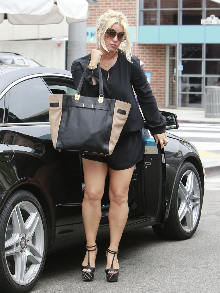 Jessica Simpson went to lunch with friends.