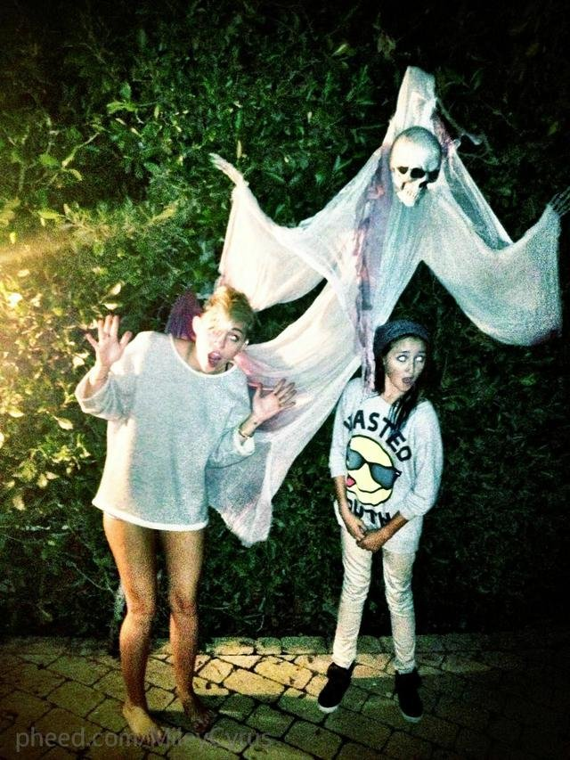 Miley Cyrus got in the Halloween spirit with her sister, Noah. Source: Miley Cyrus on Pheed