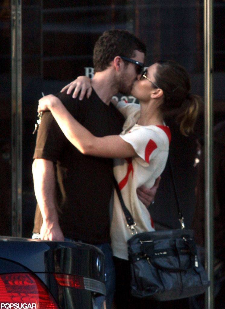 In August 2008, Justin Timberlake and Jessica Biel kissed outside in LA.