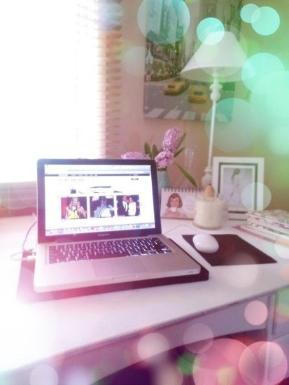 Gen works from home on the weekend and this is her pretty work space, glistening thanks to the Lomogram app on the Nokia Lumia 900.