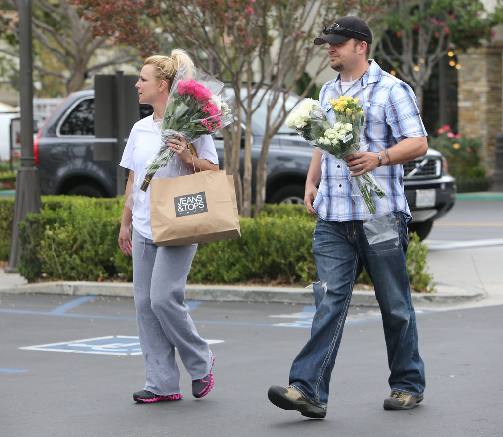 Britney Spears and a friend ran an errand.
