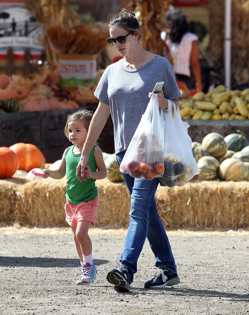 Jennifer Garner and her daughter Seraphina got pumpkins at an LA farm.