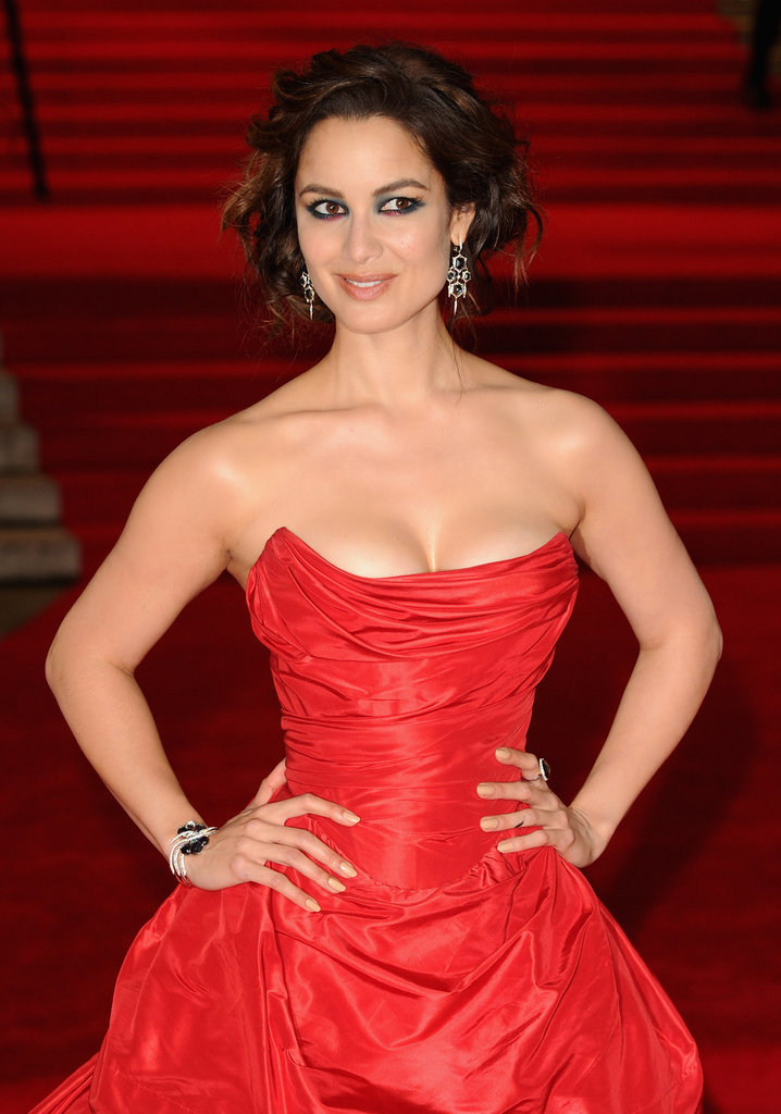 Bérénice Marlohe donned a sexy red gown for Skyfall's London premiere.