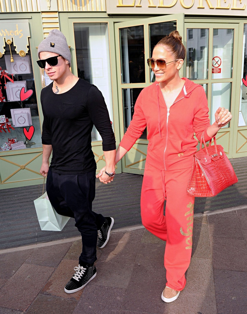 Jennifer Lopez and Casper Smart were hand in hand as they left Harrod's.