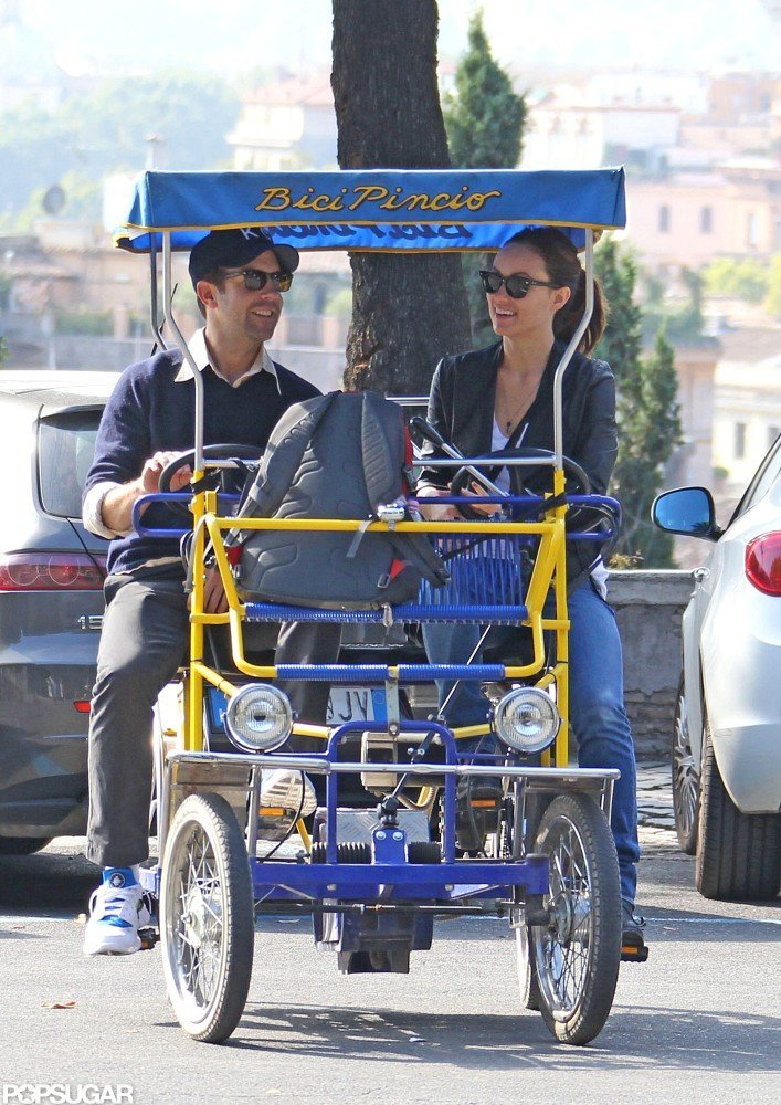Olivia Wilde and Jason Sudeikis took a ride through Rome.