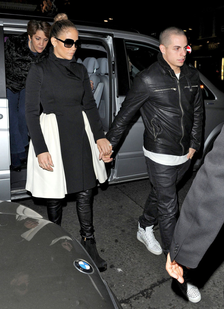 Jennifer Lopez and Casper Smart held hands in London.