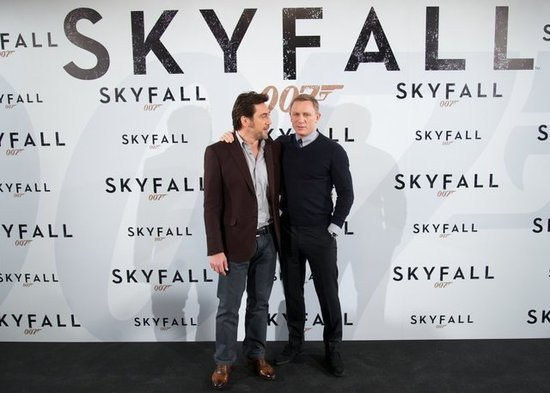 Skyfall leading men Daniel Craig and Javier Bardem posed for a photo in Madrid.