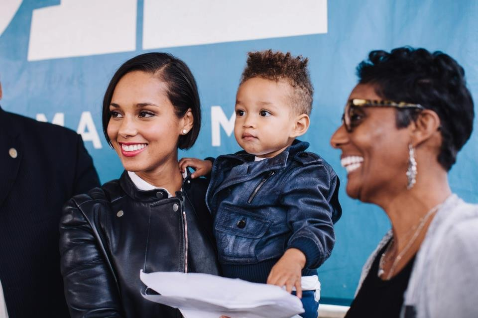 Alicia Keys showed her young son, Egypt, the importance of being engaged at an event to reelect President Obama in North Carolina.  Source: Facebook user Obama For America