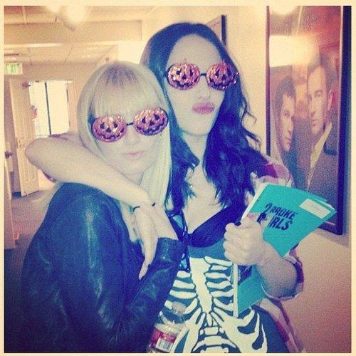 Kat Dennings hung out on the set of 2 Broke Girls with Beth Behrs. Source: Instagram user katdenningsss