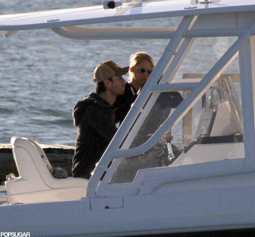 Enrique Iglesias and Anna Kournikova took a boat out around Miami.