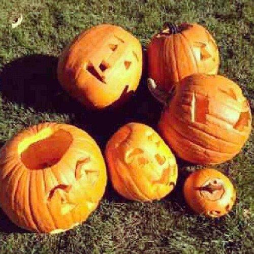 Victoria Beckham carved pumpkins with her kids. Source: Instagram user victoriabeckham