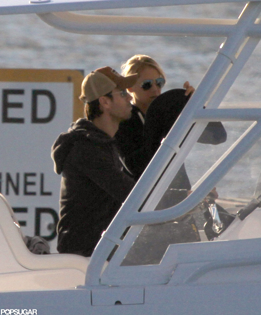 Enrique Iglesias and Anna Kournikova boated around Miami.