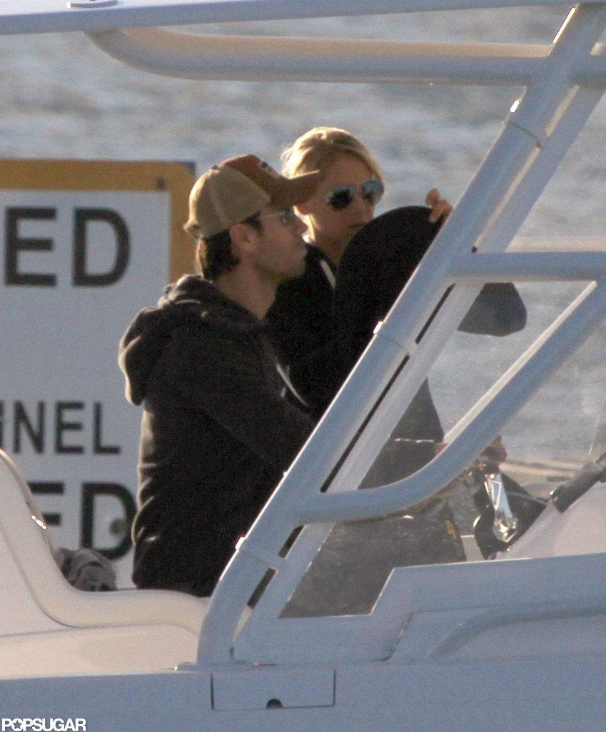Enrique Iglesias and Anna Kournikova boated around Miami.