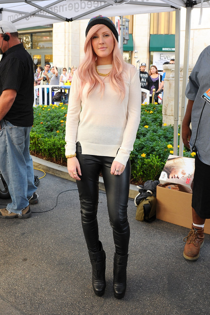 Ellie Goulding gave her laid-back beanie an edged-up appeal via skintight leather leggings.