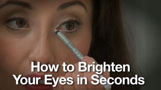 How to Brighten Your Eyes in Seconds With Peach Eyeliner