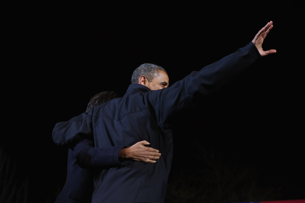Keeping each other close, the Obamas said farewell to supporters in Iowa.