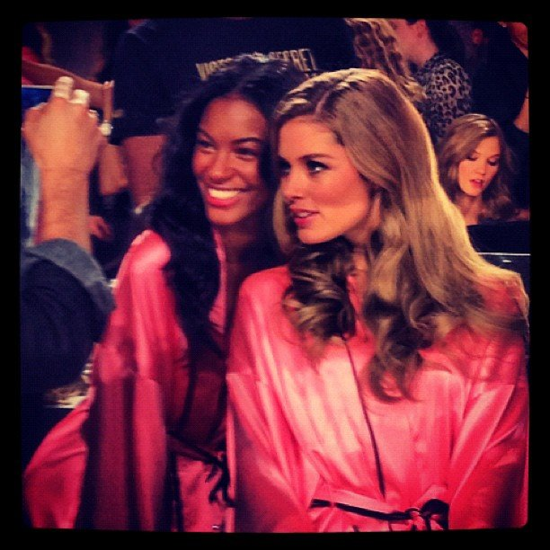 The ladies were all smiles before the show. Source: Instagram user fashionologie
