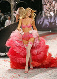 Doutzen Kroes struttin' her stuff. Twitter user: @avantgarde_MY