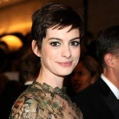 Pictures of Anne Hathaway's Best Hair Looks