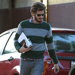 Andrew Garfield Carries Spider-man Sequel Script | Pictures