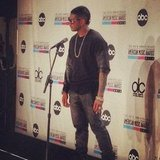 Usher chatted with press following his win. Source: Instagram user vevo