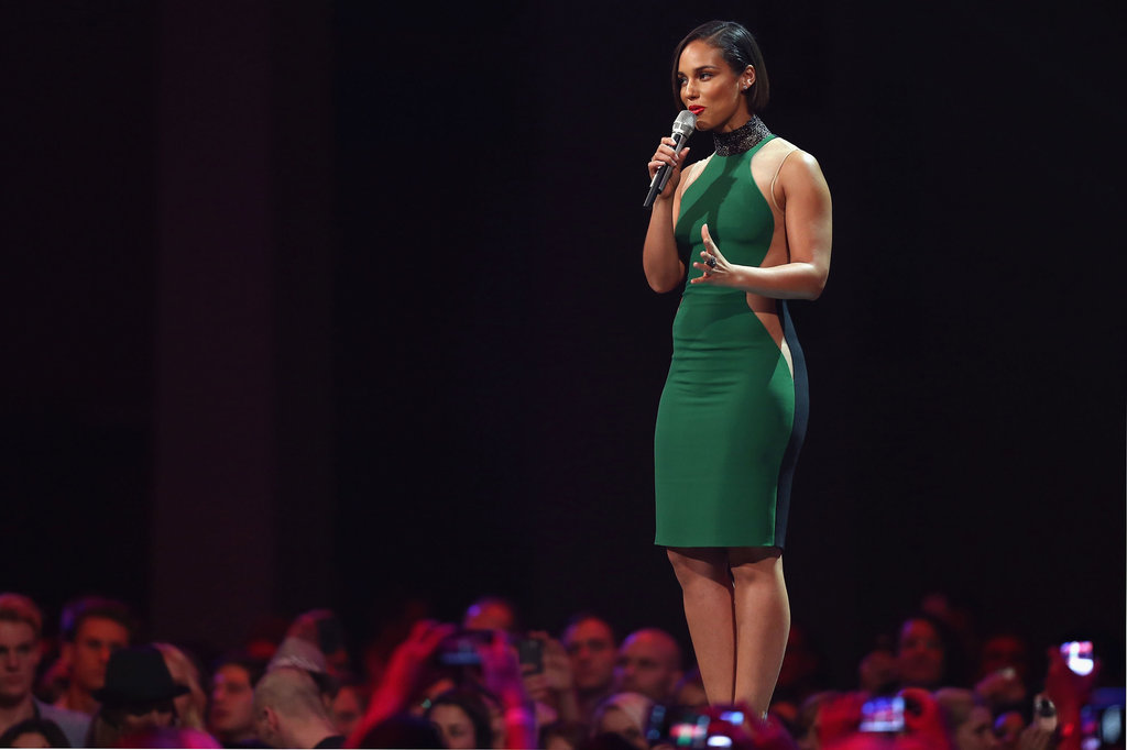 Alicia Keys wore a green dress on stage.
