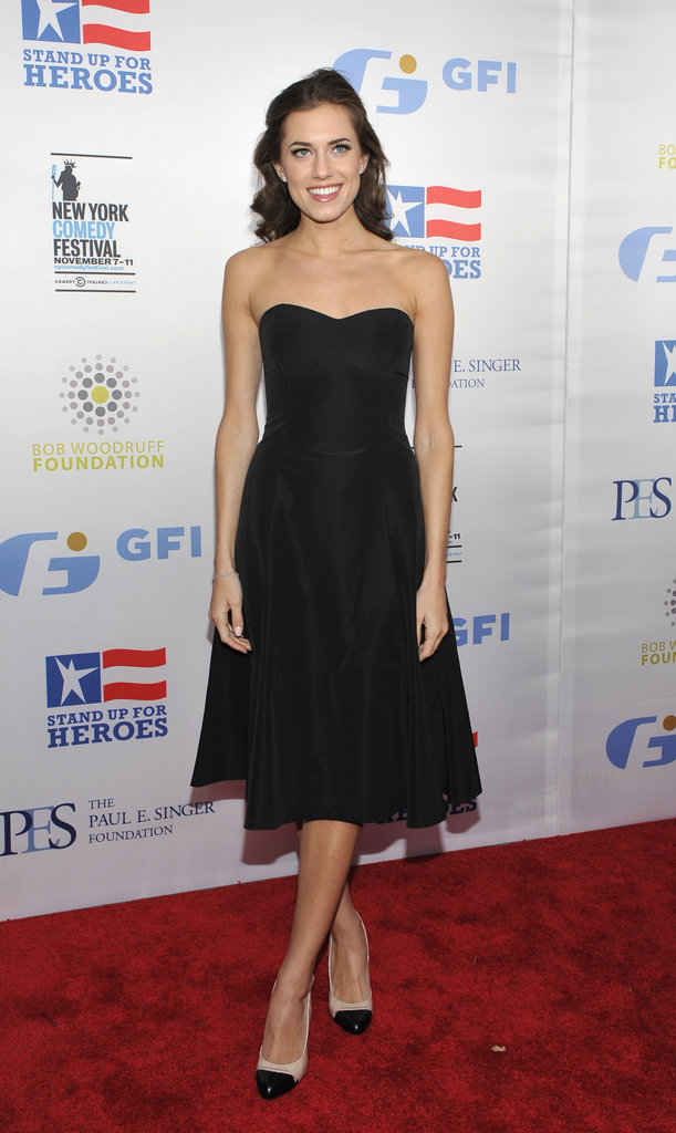 Allison Williams was a classic beauty in a black, strapless fit-and-flare dress at the Stand Up for Heroes event in NYC.