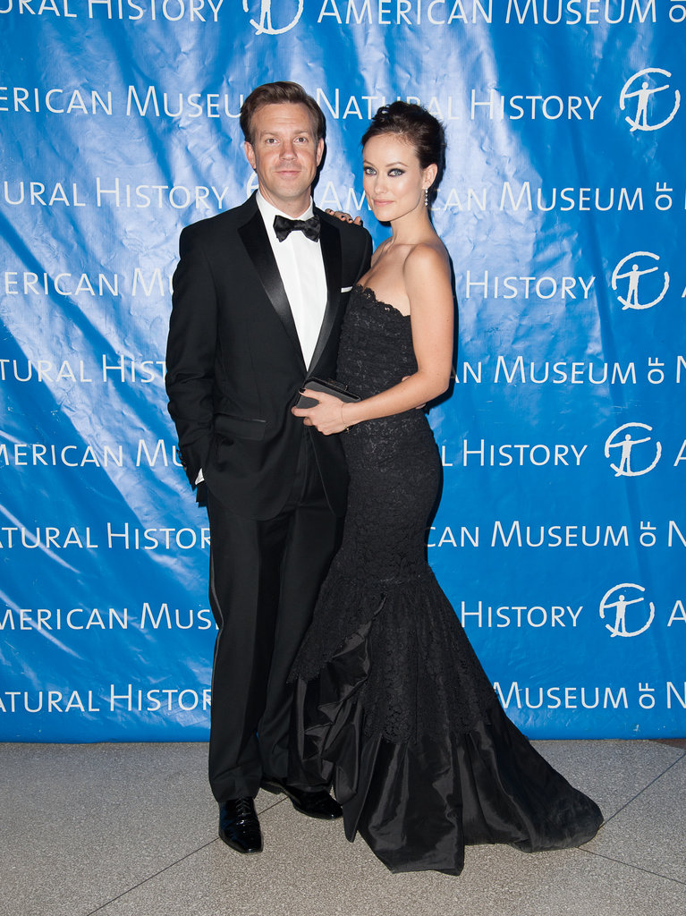 Jason Sudeikis put his arm around Olivia Wilde.