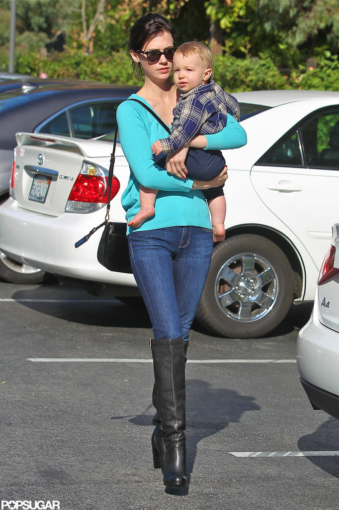 January Jones gave Xander Jones a lift.