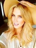 Delta Goodrem accessorised with a floppy hat on a sunny day. Source: Twitter user delta_goodrem
